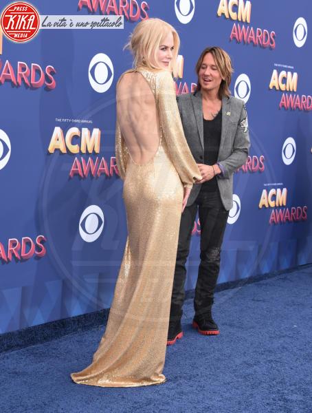 Keith Urban, Nicole Kidman - Las Vegas - 15-04-2018 - Nicole Kidman regina country: abito dorato e schiena scoperta