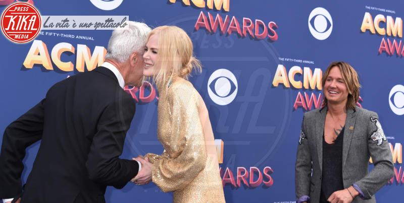 Sam Elliott, Keith Urban, Nicole Kidman - Las Vegas - 15-04-2018 - Nicole Kidman regina country: abito dorato e schiena scoperta