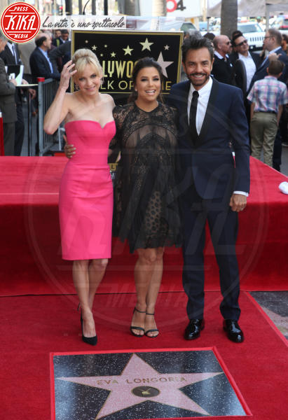 Eugenio Derbez, Anna Faris, Eva Longoria - Hollywood - 16-04-2018 - Eva Longoria, una stella col maxi-pancione sulla Walk of Fame