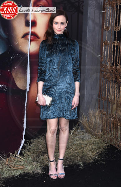 Alexis Bledel - Hollywood - 19-04-2018 - Bella Thorne , per il compleanno un must: il velluto!