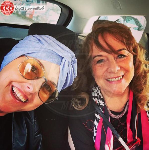 Nadia Toffa - Milano - 20-04-2018 - Nadia Toffa dà un calcio al cancro e va in piscina con le amiche