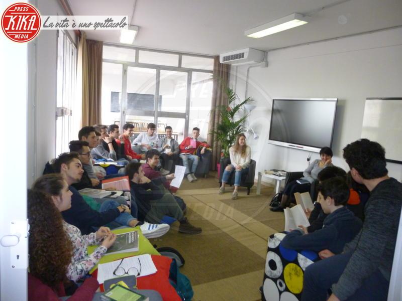 Aula Divano - Pistoia - 28-03-2017 - A Pistoia gli studenti fanno lezione seduti sul divano