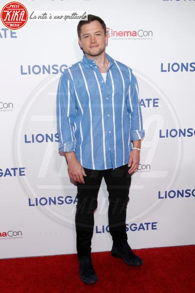 Taron Egerton - Las Vegas - 26-04-2018 - Blake Lively: pantaloni? No grazie, sotto la giacca... niente!