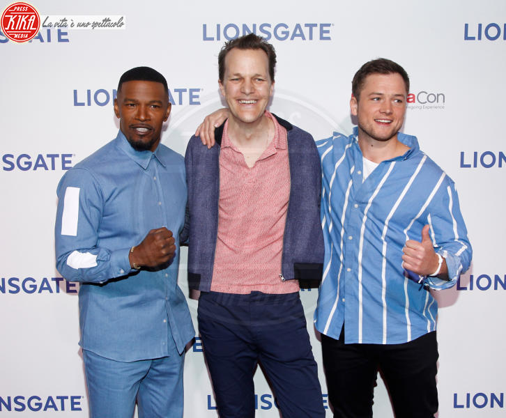 Taron Egerton, Jamie Foxx - Las Vegas - 26-04-2018 - Blake Lively: pantaloni? No grazie, sotto la giacca... niente!