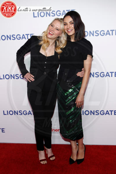 Kate McKinnon, Mila Kunis - Las Vegas - 26-04-2018 - Blake Lively: pantaloni? No grazie, sotto la giacca... niente!