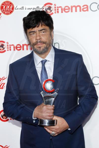 Benicio Del Toro - Las Vegas - 26-04-2018 - Blake Lively: pantaloni? No grazie, sotto la giacca... niente!