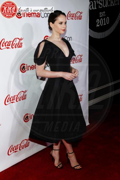 Felicity Jones - Las Vegas - 26-04-2018 - Blake Lively: pantaloni? No grazie, sotto la giacca... niente!