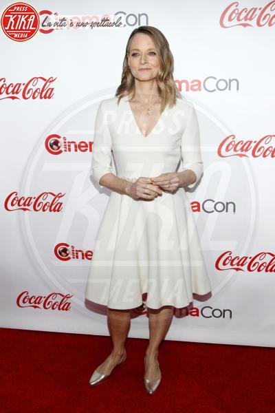 Jodie Foster - Las Vegas - 26-04-2018 - Blake Lively: pantaloni? No grazie, sotto la giacca... niente!