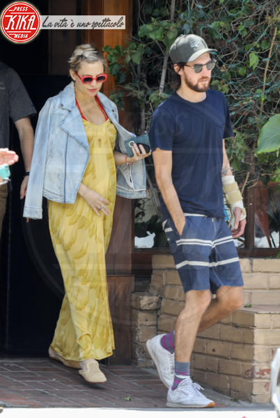 Danny Fujikawa, Kate Hudson - Brentwood - 06-05-2018 - Dolce è l'attesa...sotto l'ombrellone