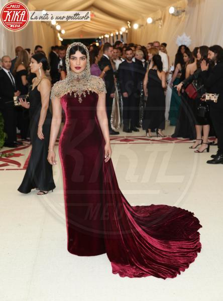 Priyanka Chopra - New York - 08-05-2018 - Bella Thorne , per il compleanno un must: il velluto!