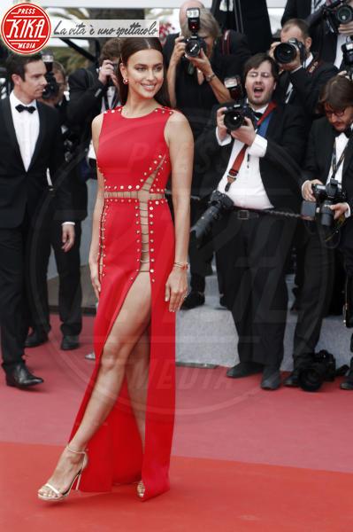 Irina Shayk - Cannes - 10-05-2018 - Slip? No grazie. Irina Shayk ci ricasca, e non è la sola!