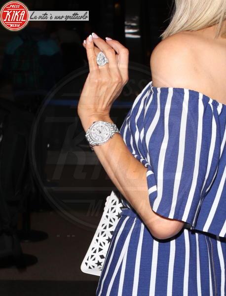 Paris Hilton - Los Angeles - 12-05-2018 - Emily Ratajkowski mostra l'enorme anello di fidanzamento