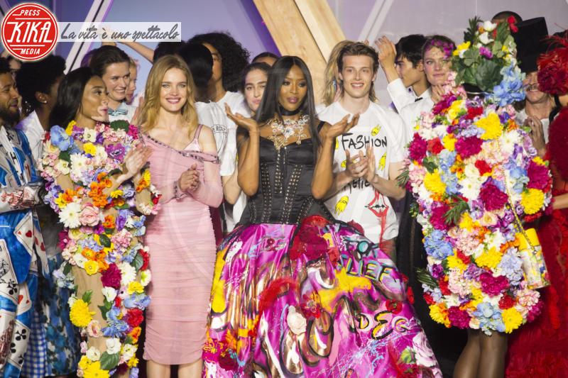 Winnie Harlow, Natalia Vodianova, Naomi Campbell - Cannes - 13-05-2018 - Fashion for Relief, in passerella anche... SuperMario Balotelli!