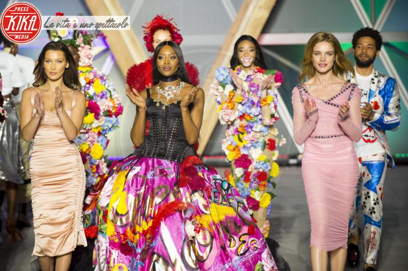 Bella Hadid, Natalia Vodianova, Naomi Campbell - Cannes - 13-05-2018 - Fashion for Relief, in passerella anche... SuperMario Balotelli!