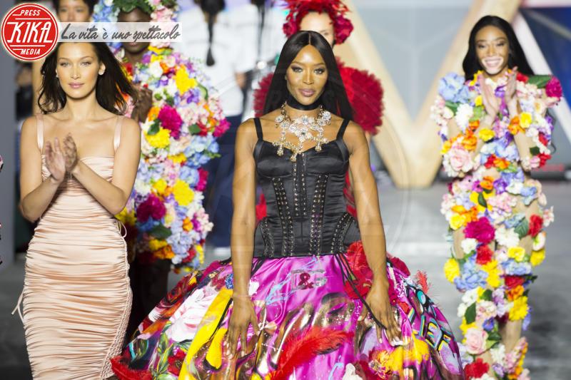 Bella Hadid, Naomi Campbell - Cannes - 13-05-2018 - Fashion for Relief, in passerella anche... SuperMario Balotelli!