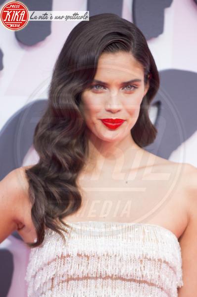 Sara Sampaio - Cannes - 13-05-2018 - Fashion for Relief, in passerella anche... SuperMario Balotelli!