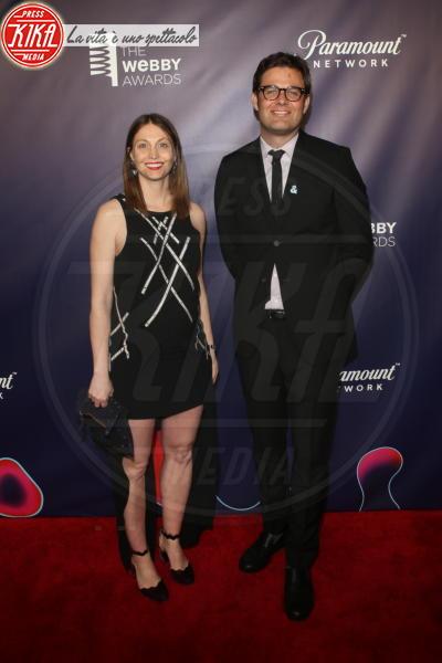 David-Michel Davies, Claire Graves - New York - 15-05-2018 - Webby Awards: FKA Twigs, sideboob da capogiro