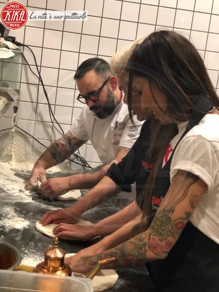 Rodrigo Alves, Siria De Fazio -  Rodrigo Alves, il Ken umano, impara a fare la pizza napoletana