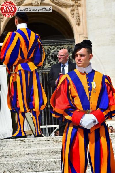 Guardie Svizzere - Città del Vaticano - 16-05-2018 - Papa Francesco: l'educazione cristiana è un diritto dei bambini