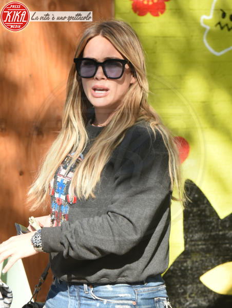 Hilary Duff - Los Angeles - 17-12-2017 - Fiocco rosa per Hilary Duff: l'attrice aspetta una bimba