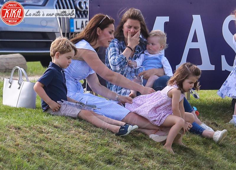 Principessa Charlotte Elizabeth Diana, Principe George, Kate Middleton - Tetbury - 10-06-2018 - Kate, George e Charlotte: quando la principessa è solo una mamma