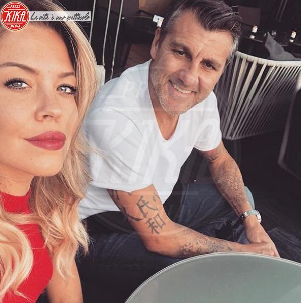 Costanza Caracciolo, Christian Vieri - Ibiza - 13-06-2018 - Dolce è l'attesa...sotto l'ombrellone