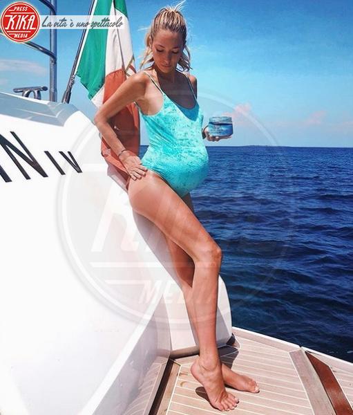 Alice Campello - Ibiza - 13-06-2018 - Dolce è l'attesa...sotto l'ombrellone