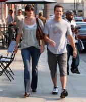 Rhea Durham, Mark Wahlberg - Beverly Hills - 25-10-2007 - Mark Wahlberg e Rhea Durham presto sposi