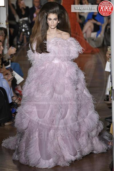 Sfilata Valentino, Model - Parigi - 04-07-2018 - Lady Gaga e Kaia Gerber: chi lo indossa meglio?
