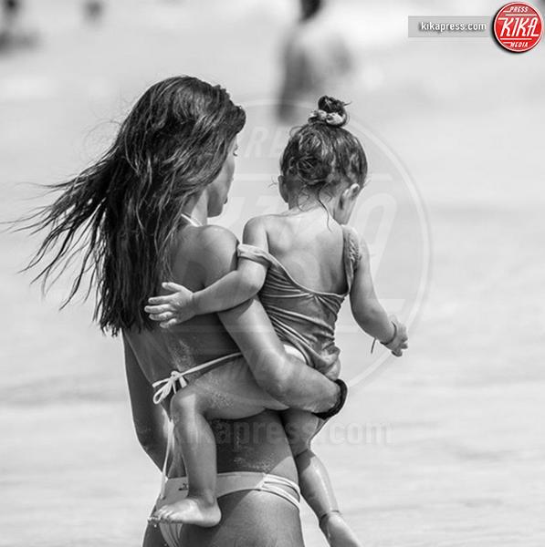 Federica Nargi - 12-07-2018 - La mamma più sexy in spiaggia? È lei, la riconosci?