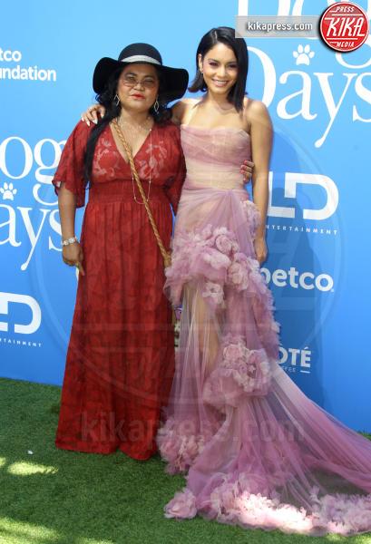 Gina Guangco, Vanessa Hudgens - Los Angeles - 05-08-2018 - Eva Longoria neomamma: il primo red carpet dopo il parto
