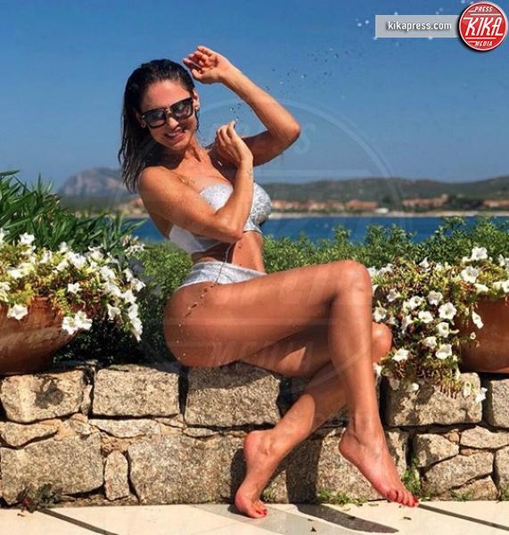Estate vip 2018: Canalis-Tatangelo, chi la piu' sensuale?