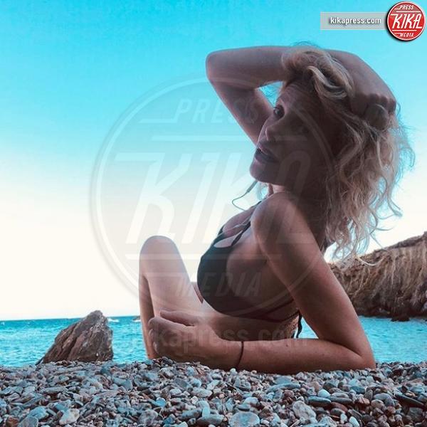 Alessia Marcuzzi - Formentera - 09-08-2018 - Estate vip 2018. Bestia! Che scatto Aurora Ramazzotti