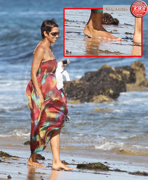 Halle Berry - Malibu - 27-08-2011 - Le star che non sapevate avessero assurdi difetti fisici