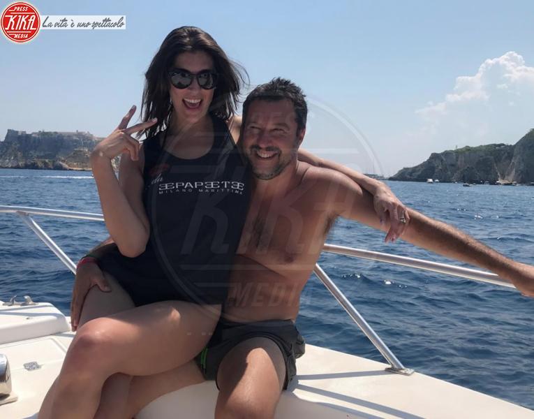 Elisa Isoardi - Venezia 75, Isoardi, Salvini come l'abito: c'e' ma non si vede