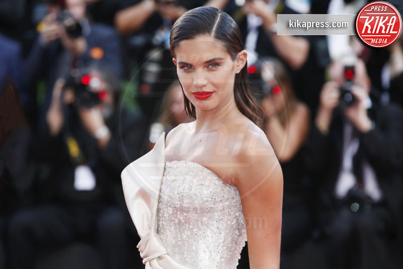 Sara Sampaio - Venezia - 29-08-2018 - Venezia 75: il primo red carpet è di Ryan Gosling
