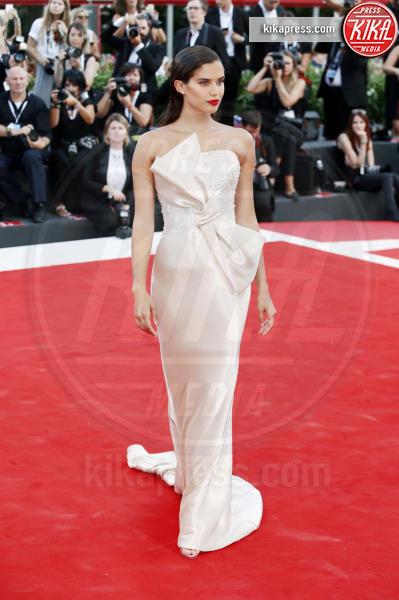 Sara Sampaio - Venezia - 29-08-2018 - Venezia 75: gli stilisti sul primo red carpet