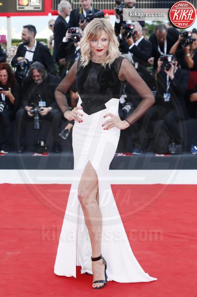 attrice, Natasha Stefanenko - Venezia - 30-08-2018 - Venezia 75: lo spacco 'spacca' sul red carpet