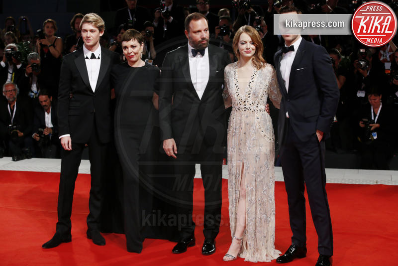 Joe Alwyn, Olivia Colman, Nicholas Hoult, Yorgos Lanthimos, Emma Stone - Venezia - 30-08-2018 - Fiocco rosa per Rachel Weisz, che belle le mamme negli anta!
