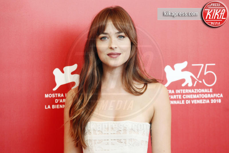 Dakota Johnson - Venezia - 01-09-2018 - Venezia 75: Dakota Johnson sceglie un look a tema col suo film
