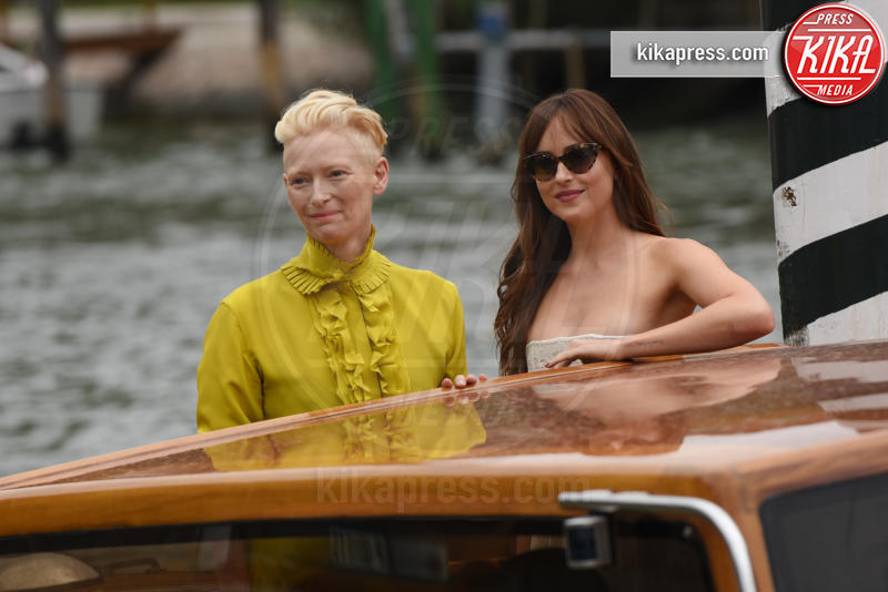 Dakota Johnson, Tilda Swinton - 01-09-2018 - Il tenero abbraccio Dakota Johnson e Tilda Swinton