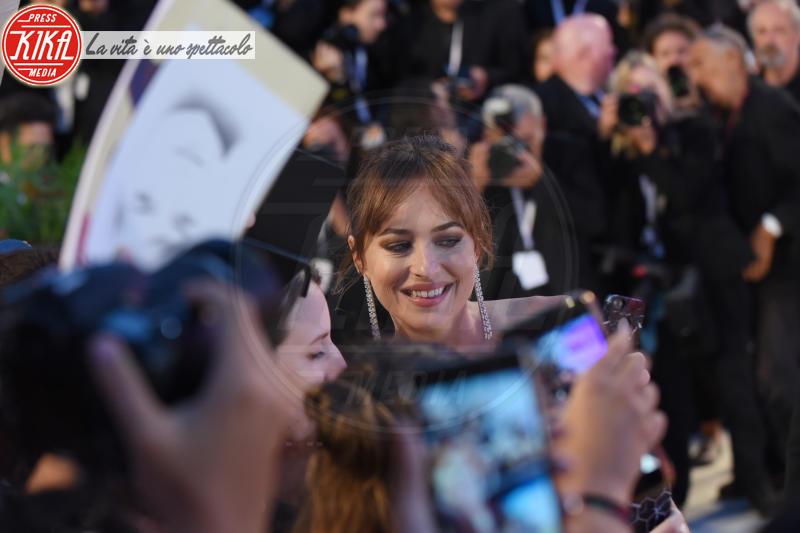 Dakota Johnson - Venezia - 01-09-2018 - Venezia 75, il red carpet più romantico che ci sia