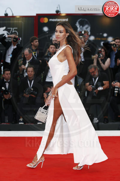 Madalina Ghenea - Venezia - 01-09-2018 - Venezia 75: lo spacco 'spacca' sul red carpet