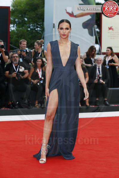Ana Moya Calzado - Venezia - 02-09-2018 - Venezia 75: lo spacco 'spacca' sul red carpet