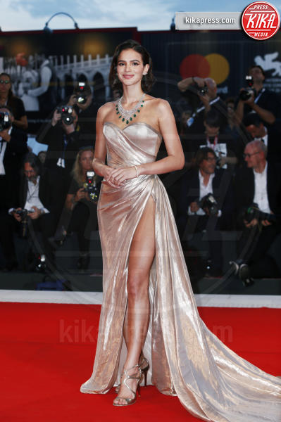 Bruna Marquezine - Venezia - 02-09-2018 - Venezia 75: lo spacco 'spacca' sul red carpet