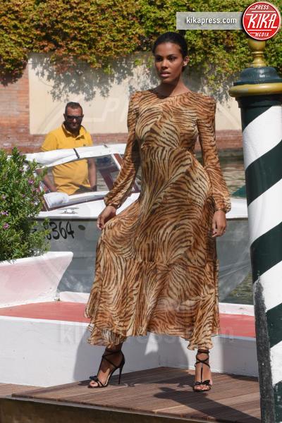 Tina Kunakey - Venezia - 03-09-2018 - Venezia 75, bestiale Tina Kunakey! Lady Cassel azzanna il Lido
