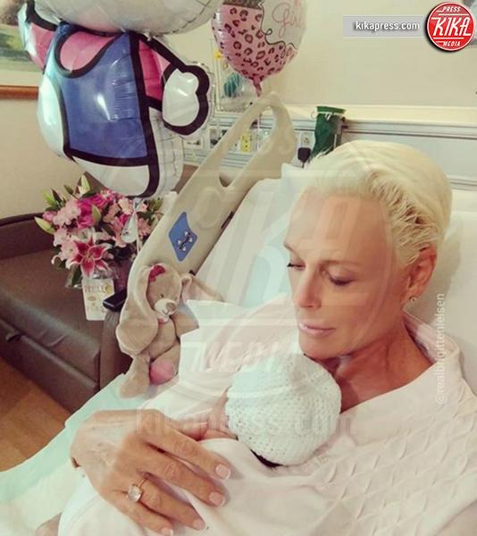 Fiocco rosa per Rachel Weisz, che belle le mamme negli anta!