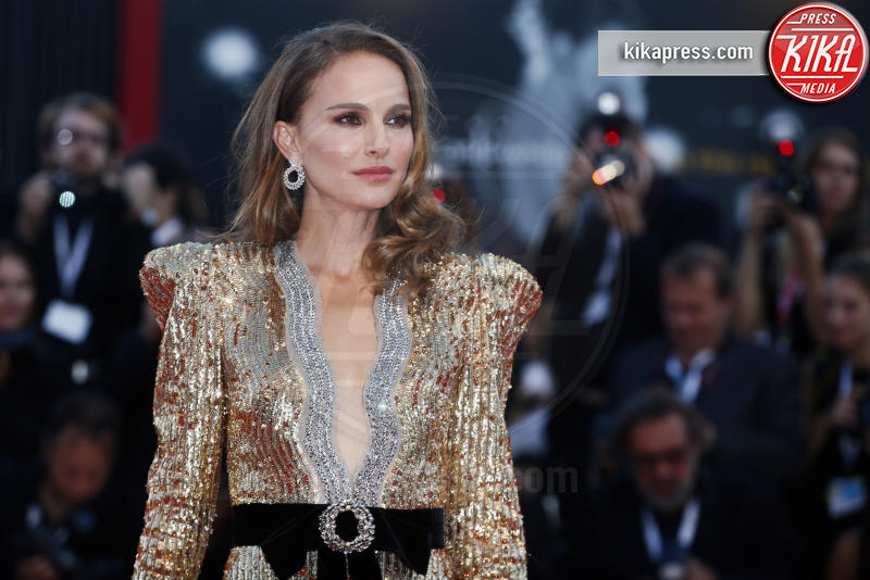 Natalie Portman - Venezia - 04-09-2018 - Paillettes, spalline, loghi in vista: bentornati anni '80!