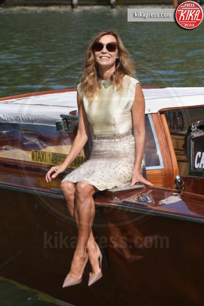 Eliana Miglio - Venezia - 05-09-2018 - Venezia 75: Cristina Dell'Anna mostra felice la sua fede nuziale