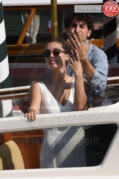 Cristiana Dell'Anna, marito - Venezia - 05-09-2018 - Venezia 75: Cristina Dell'Anna mostra felice la sua fede nuziale